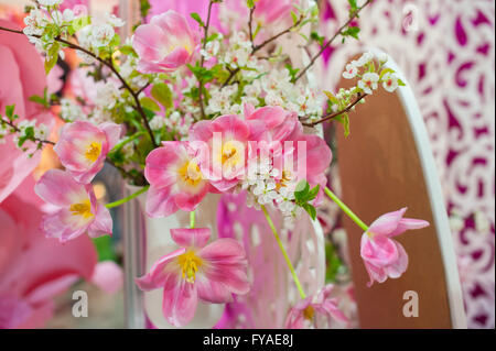 Collage-Sammlung von rosa Hochzeitsdetails vom Festakt und Empfang - Stockfoto