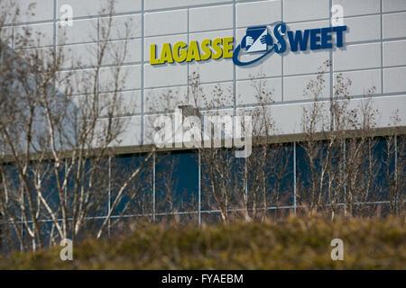 Ein Logo Zeichen außerhalb einer Einrichtung von Lagasse Sweet in Hannover, Maryland am 10. April 2016 besetzt. - Stockfoto