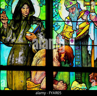 Prag, Tschechien - 2. April 2016: Glasfenster in St. Vitus Cathedral, Prag, entworfen von Alphonse Mucha, depicti - Stockfoto