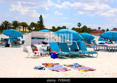 Sonnenschirme und Cabanas am Clearwater Beach, Florida, stimmen die Nummer eins Strand in Amerika - Stockfoto