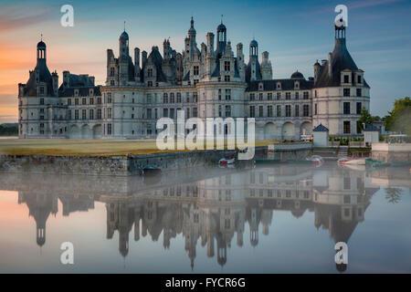 Am frühen Morgen über Chateau de Chambord, Loire-et-Cher, Centre, Frankreich - Stockfoto