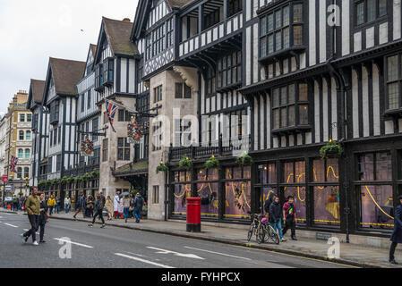 Liberty Kaufhaus London : liberty kaufhaus london england uk stockfoto bild 14443112 alamy ~ Markanthonyermac.com Haus und Dekorationen