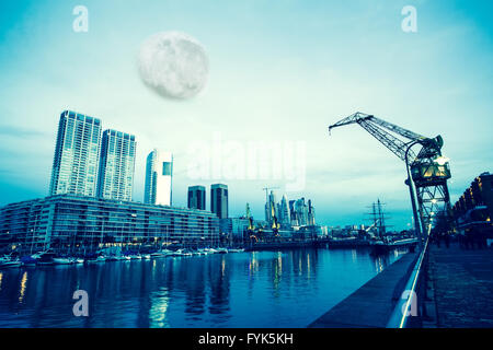 Mond über Puerto Madero in Buenos Aires - Stockfoto
