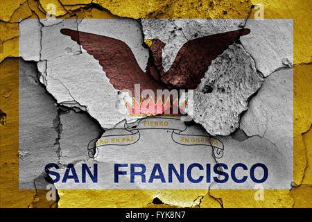 Flagge von San Francisco auf rissige Wand gemalt - Stockfoto