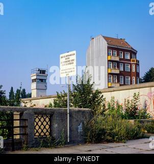 August 1986, Berliner Mauer, Warnzeichen für Ende der amerikanischen Sektor, Ost-Berlin, West-berlin, Deutschland, - Stockfoto