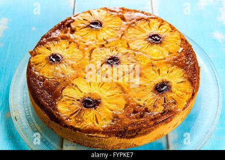 Upside-down Ananas-Kuchen - Stockfoto