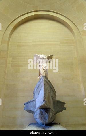 Winged Victory von Samothrake Skulptur, 2.Jahrhundert v. Chr., Musée du Louvre, Paris Frankreich, Europa - Stockfoto