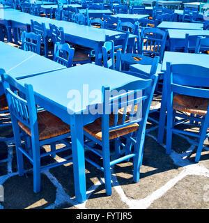Tabelle in Santorini Europa Griechenland alten Restaurant Stuhl und im Sommer - Stockfoto