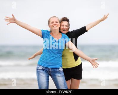 Zwei glückliche Frauen - Stockfoto