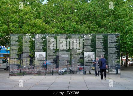 Holocaust-Mahnmal, Spiegelwand, Hermann-Ehlers-Platz, Steglitz, Berlin, Deutschland / Gedenkstätte für die ermordeten - Stockfoto