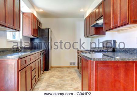 Einfach Dunkle Kuche ~ Große helle küche mit dunkler kirsche schränke und edelstahl geräte