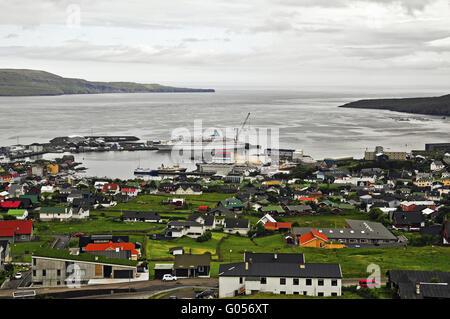 Mit Blick auf den Hafen von Tórshavn (Färöer) - Stockfoto