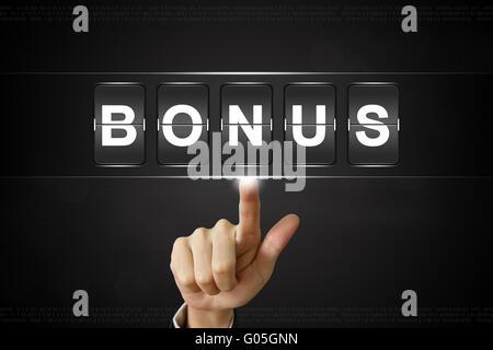 Unternehmen der Hand Bonus auf Flipboard Display drücken - Stockfoto