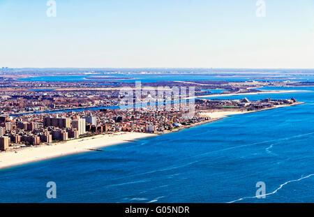 Luftaufnahme von Hubschrauber von Long Island in New York, USA. Es ist die westlichste Wohn- und Umgebung von New Yorker Stadtteil Queens Stockfoto