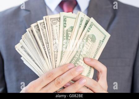 Geschäftsmann mit Banknoten in weißen Hintergrund isoliert - Stockfoto