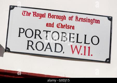 Straßenschild für Antiquitätenmarkt Portobello Road, London ...
