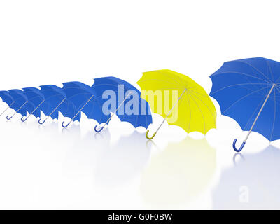 Ein Yellow Umbrella in Zeile der blauen Schirme - Stockfoto