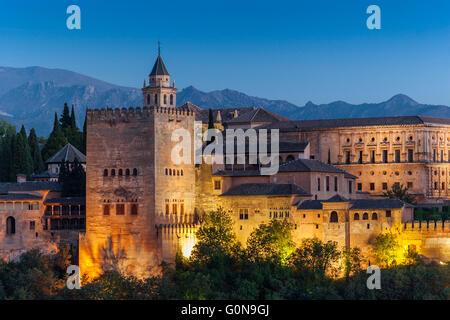 La Alhambra im Sonnenuntergang, maurische Zitadelle und Palace gekennzeichnet UNESCO World Heritage Site. Granada - Stockfoto