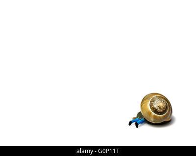 Miniatur-Mann von Schnecke isoliert auf weiss überrannt. Business-Konzept - Stockfoto