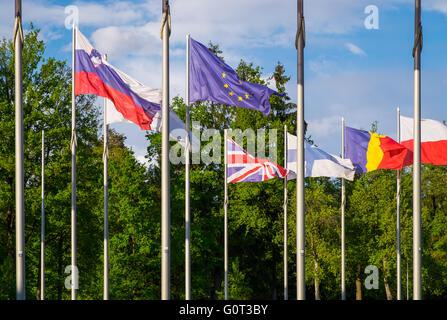 Fahnen im Vereinigten Königreich und der Europäischen Union - Stockfoto