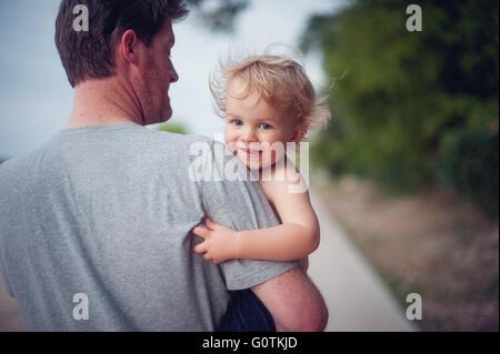 Mit lächelnden Vater Sohn - Stockfoto