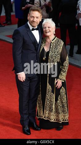 Die Olivier Awards 2016 am Royal Opera House, Covent Garden, London mit: Sir Kenneth Branagh, Dame Judi Dench wo: - Stockfoto