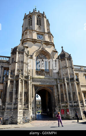 Tom Tower, der Haupteingang und Tor zu Christ Kirche-Kathedrale und das College in Oxford, England - Stockfoto
