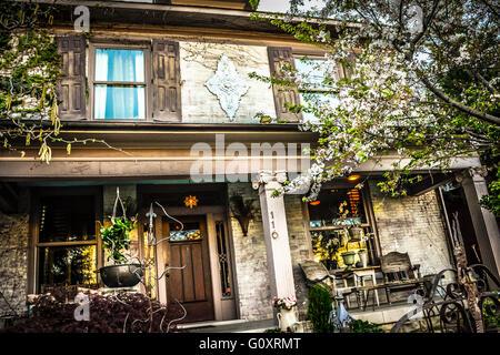 Eine aufwändig verzierte Fassade eines alten Hauses in fünf Punkten in der trendigen, hipster, künstlerische East - Stockfoto