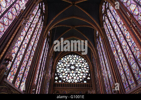 Glasmalerei. Obere Kapelle von La Sainte-Chapelle (die Heilige Kapelle). 1248. Paris. Frankreich. Gothic. - Stockfoto