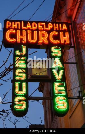 Die 1940 Leuchtreklame der Philadelphia Kirche auf Chicagos North Side Andersonville Nachbarschaft in einem ehemaligen - Stockfoto