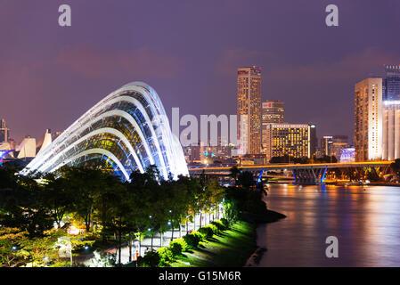 Singapur, Gardens By The Bay, Nebelwald indoor Botanischer Garten ...
