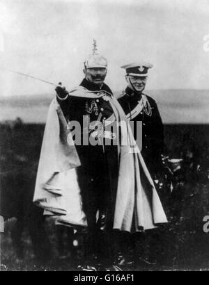 Churchills Interesse an militärischen Angelegenheiten weiter sein ganzes Leben lang. Diese 1909 Foto zeigt ihn besuchen - Stockfoto