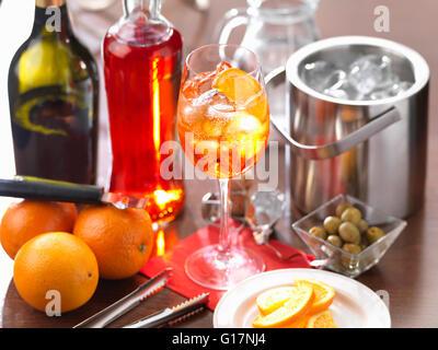 Glas Aperol Spritz Getränk Stockfoto, Bild: 111744418 - Alamy