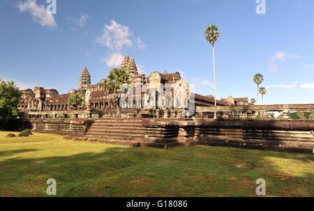 Angkor Wat ist der größte Hindu auf den ersten, dann buddhistischen Tempel. - Stockfoto