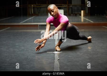 Ballett-Tänzerin im Tanz bewegen