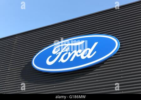 Ford-Logo an der Wand - Stockfoto