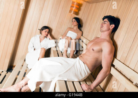 ein kleiner junge in einer sauna stockfoto bild 9248546 alamy. Black Bedroom Furniture Sets. Home Design Ideas