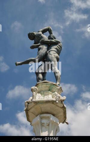 Die Medici Villa di Castello (Villa Reale), Sesto Fiorentino, Florenz, Italien. Statue des Herkules und Antaeus - Stockfoto