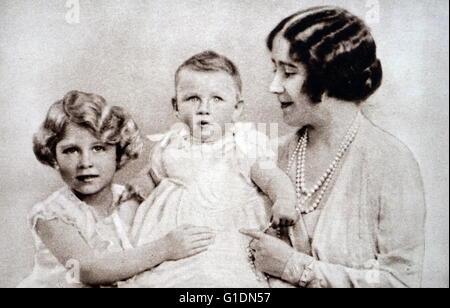 Foto von Königin Elizabeth die Königin-Mutter (1900-2002) mit Prinzessin Elisabeth (1926-) und Prinzessin Margaret - Stockfoto