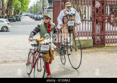 London, Vereinigtes Königreich - 14. Mai 2016: Tweed laufen (Fahrradtour mit einem Stil) mit Picknick in der Nähe - Stockfoto