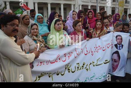 Arbeiter der Pakistan People Party Menschenrechte Flügel Bühne ein Protest gegen die angebliche Tötung von 16-Jahr - Stockfoto