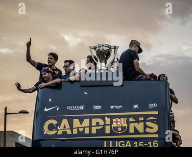 Barcelona, Katalonien, Spanien. 15. Mai 2016. FC Barcelona Spieler und technisches Personal während der FC Barcelona - Stockfoto