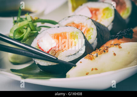 Sushi Rollen roh Makki frische Meeresfrüchte Susi - stock Bild Stockfoto