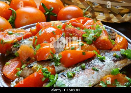 vietnamesisches essen geschmorter fisch mit tomaten ein beliebtes gericht in vietnam essen. Black Bedroom Furniture Sets. Home Design Ideas