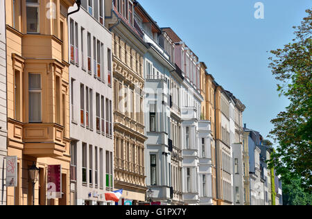 Altbauten, Edelstahlsockel, Auguststraße, Mitte, Berlin, Deutschland - Stockfoto
