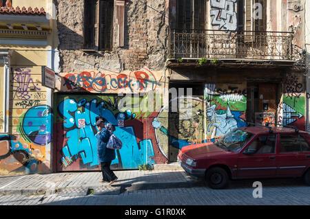 Graffiti bedeckt Wände Psyrri Stadtteil von Athen, Griechenland - Stockfoto