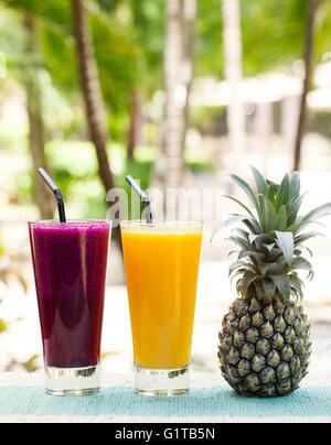 Glas Ananas und Drachen Frucht-Smoothie, Saft - Stockfoto