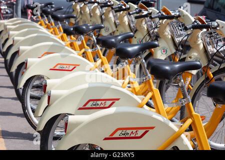 Bike-sharing-Dienst Racks in Mailand, Italien - Stockfoto