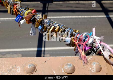 Liebhaber-Schlösser auf der Brooklyn Bridge - Stockfoto