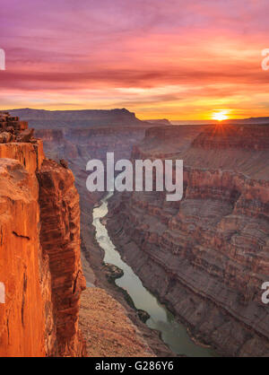 Sonnenaufgang über dem Colorado River im Toroweap Overlook im Grand Canyon National Park, arizona - Stockfoto